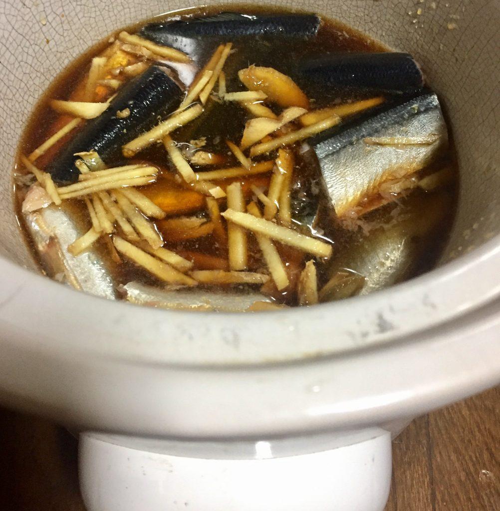 スロークッカーでさんまの生姜煮