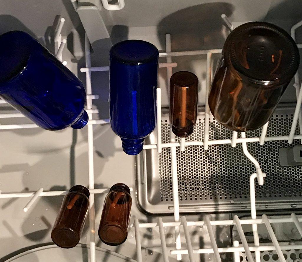 食洗機で小瓶を洗う