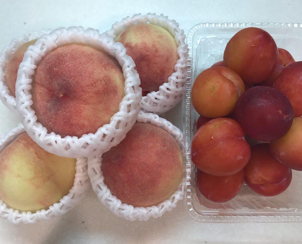 桃とプラム